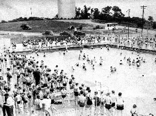 A black and white image of hundreds of citizens enjoying a city pool